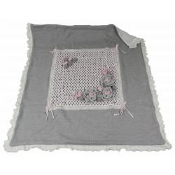coperta in lana con fiori fatti a mano